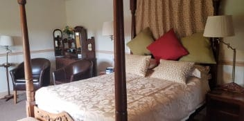 Four Poster bedroom Sink Green B&B
